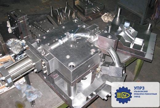 Пресс-форма для изготовления патрубка системы охлаждения дизельного двигателя